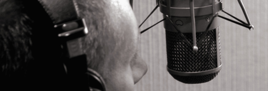 http://joeaudioproductions.com/wp-content/uploads/2013/10/studioSlider10-TalentAtMic2008.jpg