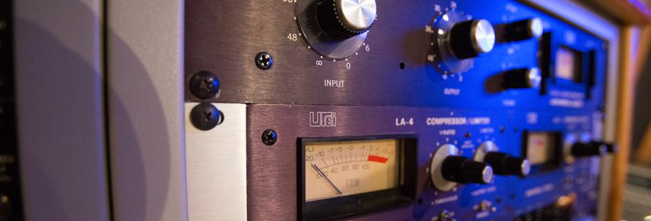 http://www.joeaudioproductions.com/wp-content/uploads/2013/10/studioSlider3.jpg