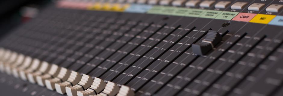 http://www.joeaudioproductions.com/wp-content/uploads/2013/10/studioSlider5.jpg