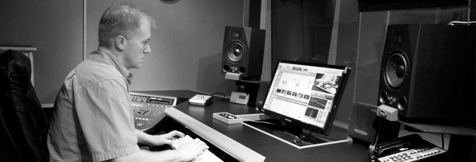 http://joeaudioproductions.com/wp-content/uploads/2013/10/studioSlider8-JoeInStudio2.jpg